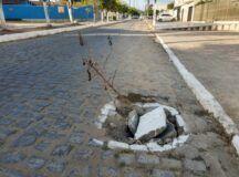 Absurdo: Prefeitura de Belo Jardim sinaliza e pinta por cima do buraco, mas não o conserta