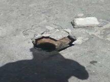 Moradores reclamam desperdício de água e buraco com rua central em Belo Jardim