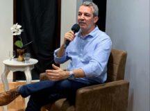 Servidores comissionados de Belo Jardim ameaçam largar campanha de Wilsinho devido salários atrasados