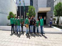 Agentes de endemias fazem protesto na prefeitura contra salários atrasados