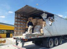 Carreta sofre acidente e PRF descobre carga de produtos falsificados na BR-232