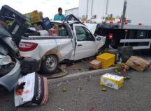 Caminhão de lixo provoca engavetamento na BR em Tacaimbó