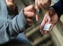 Jovens são detidos por tráfico de drogas em bar no centro de Belo Jardim