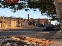 Moradores denunciam despejo de metralhas na Praça dos Eucaliptos em Belo Jardim