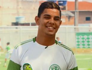 Revelado no Belo Jardim FC, Anderson Chaves é contratado pelo Corinthians