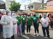 Comerciantes recebem recomendações de prevenção contra a Covid-19 nas feiras livres municipais