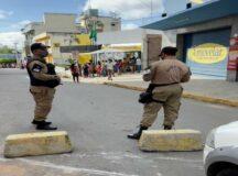 Trânsito na rua José Robalinho fica interditado temporariamente