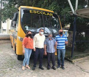 Prefeitura de Belo Jardim recebe doação de ônibus escolar