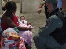 Policiais do 15° BPM realizam ação social durante a Páscoa