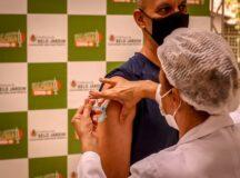 Indústrias e instituições de ensino devem enviar relação de trabalhadores para receber vacina contra Covid-19