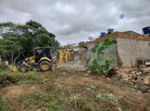 Muros que invadiam Parque do Bambu são demolidos após decisão judicial