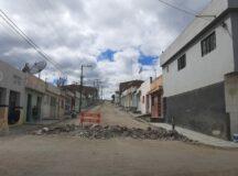 Belo Jardim: Moradores interditam rua Francisco Marques Siqueira para cobrar melhoria do calçamento