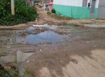 Moradores reclamam de buraco e lama na Rua 7 do Viana & Moura da BR