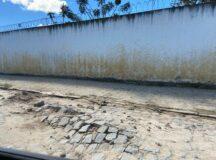 Calçamento cede e provoca transtornos no bairro do Maria Cristina