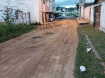 Rua sem calçamento e esburacada causa transtornos a moradores no bairro do São Pedro