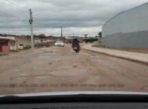 Rua esburacada causa transtornos a motoristas no acesso ao bairro do Pontilhão em Belo Jardim
