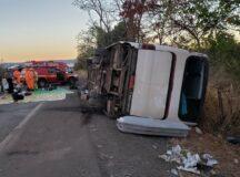 Acidente com ônibus de empresa de turismo de Belo Jardim deixa mortos e feridos em Minas Gerais