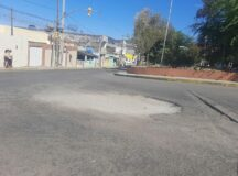 Buraco pode causar acidentes na ladeira do fórum em Belo Jardim