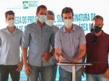 Miguel Coelho e ministro entregam primeira etapa de projeto de irrigação que vai gerar mais de 20 mil empregos